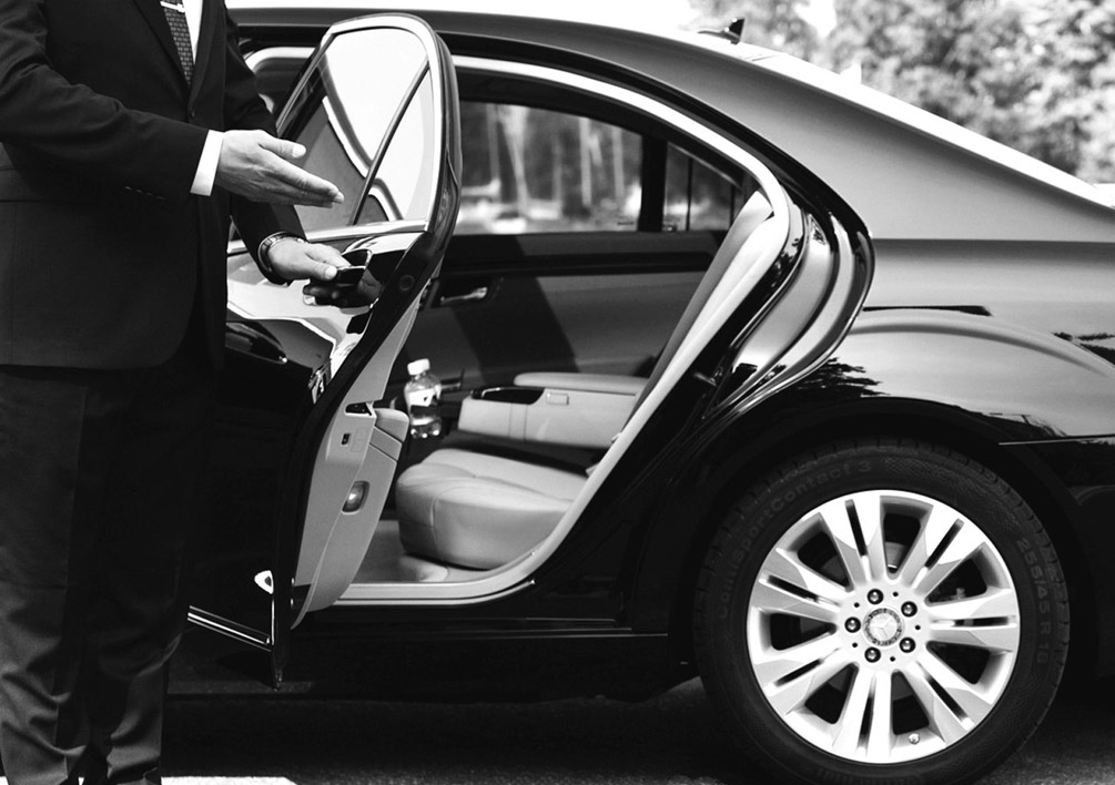 Why You Should  Book A Limo Instead Of  Ride Sharing